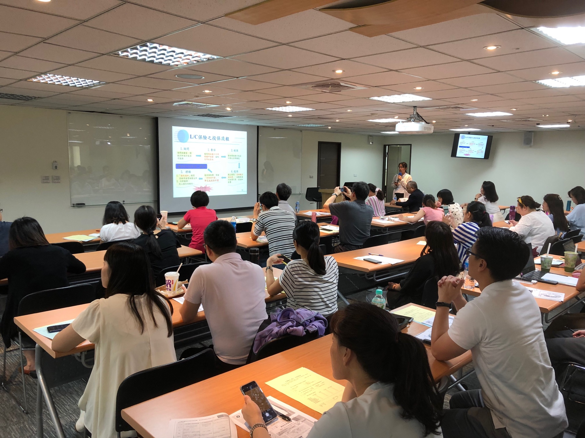 圖片說明-新竹分行與外貿協會新竹辦事處於7月5日舉辦「國際貿易實務與市場開發」研討會