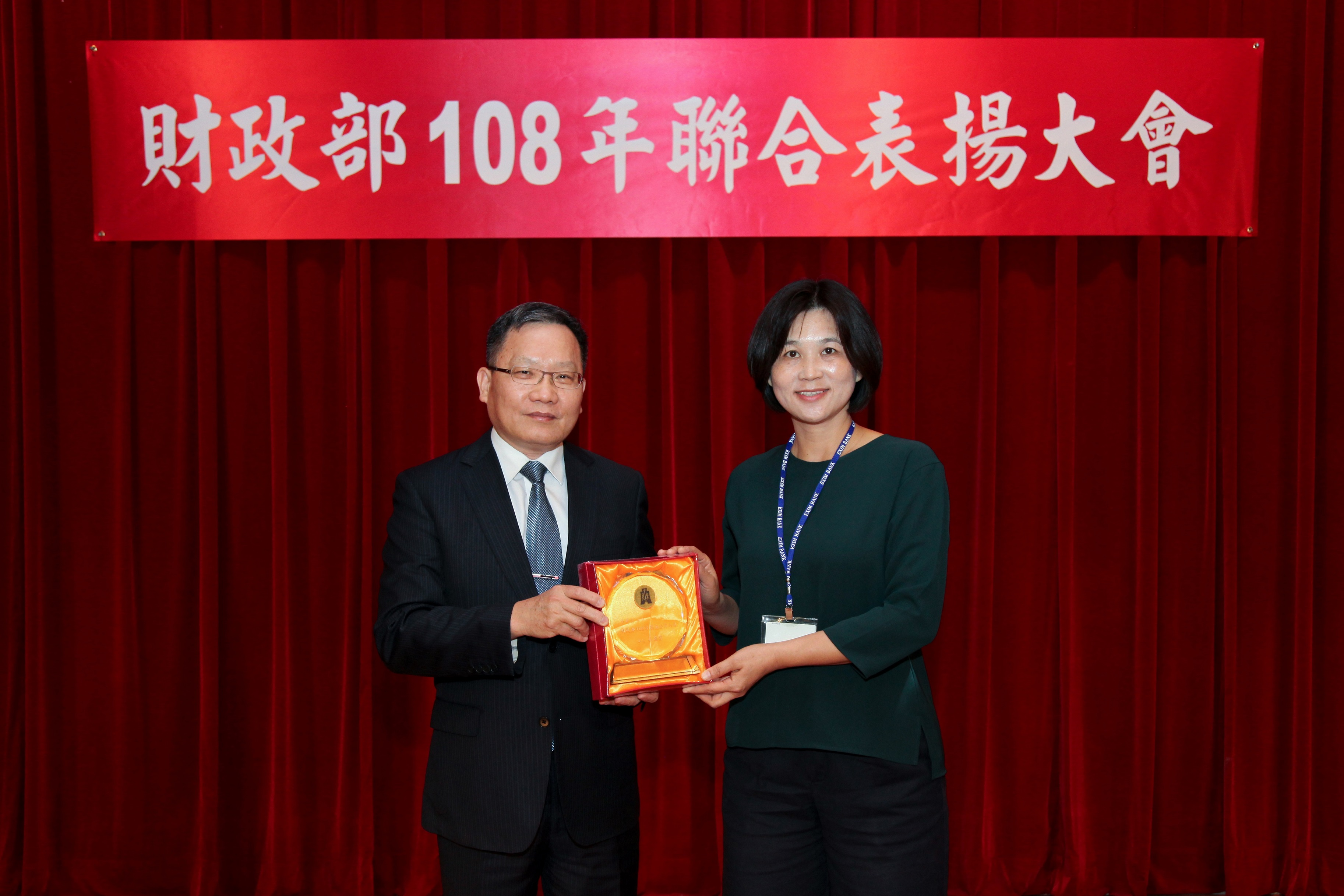 圖片說明-台南分行 李麗雲副理獲頒模範公務人員