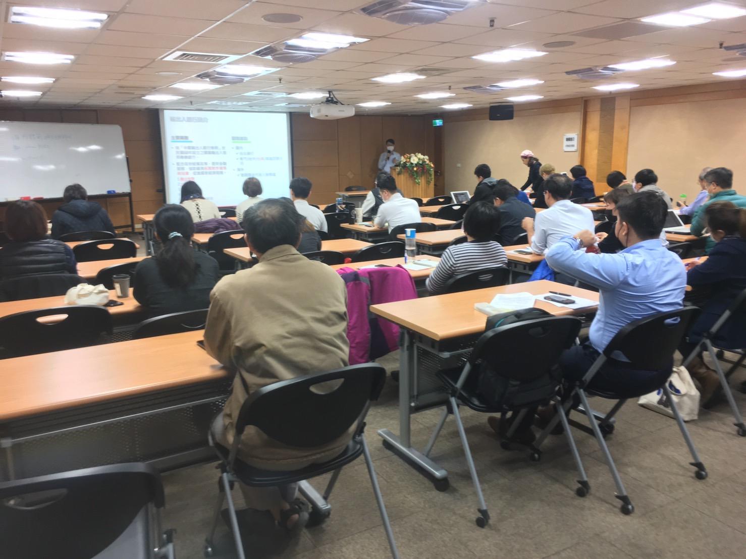 圖片說明-台南分行於109年02月11日與經濟部國貿局、貿協台南辦事處合辦「中美貿易戰,台商奇兵競爭策略」研討會