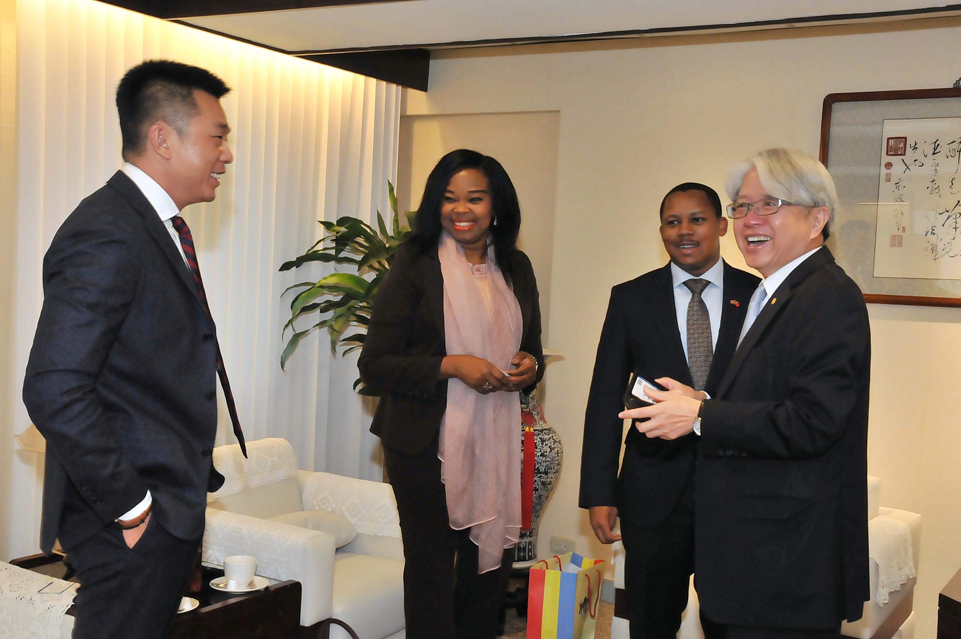 圖片說明-我國友邦史瓦帝尼王國大使Mr. Thamie Dlamini來訪