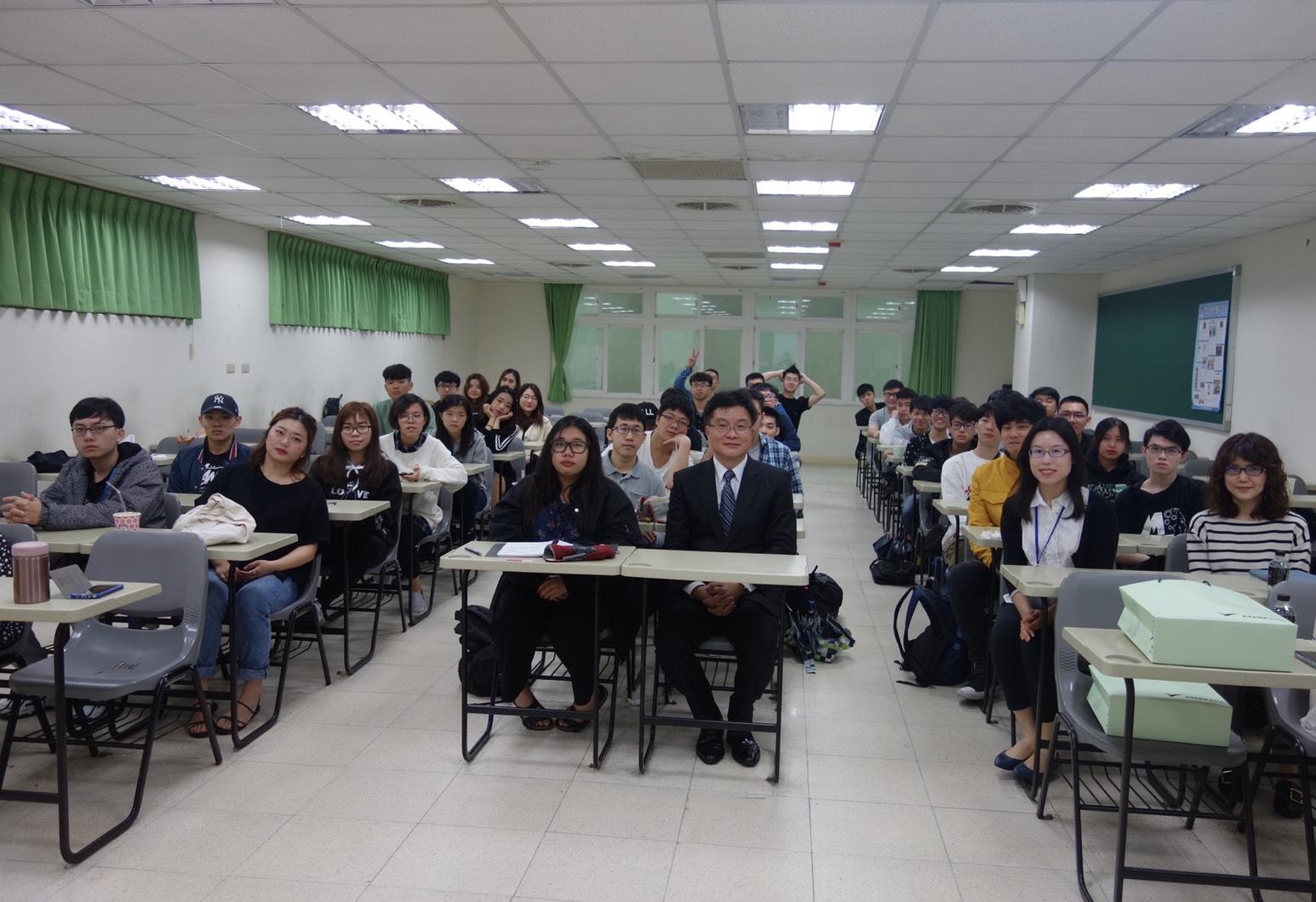 圖片說明-本行40週年行慶「向上成長,向下扎根」活動-至中華大學演講「如何有效規避風險及新南向國家介紹」