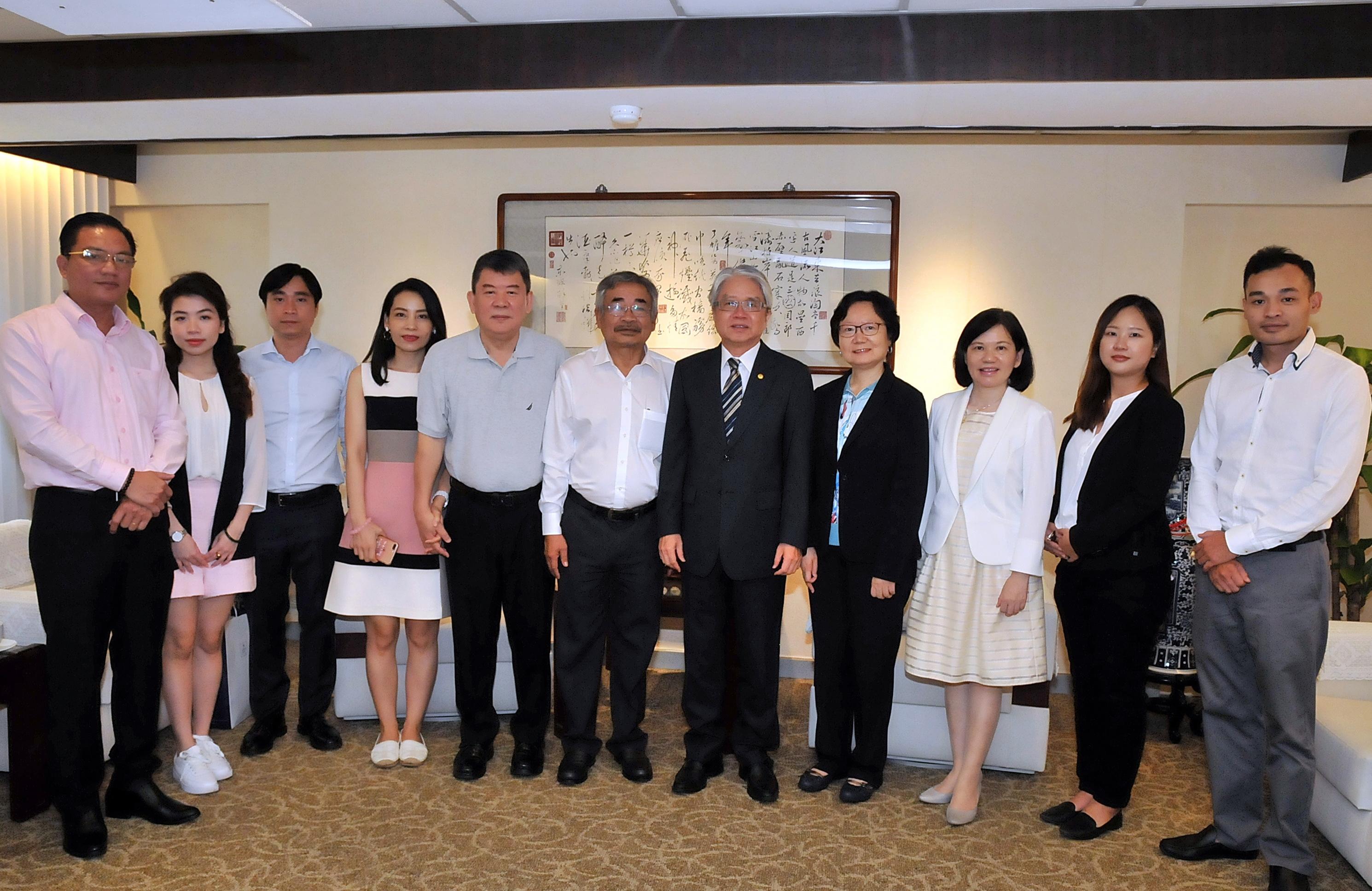 圖片說明-越南進口商Mr. Tru與越南PVcomBank關係企業尤董事長於7月26日來行拜訪林理事主席,洽談轉融資事宜。
